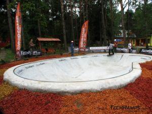 Betonowy pool woodcamp