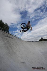 Betonowy skatepark w Radzionkowie - Rider