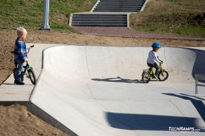 Maniowy - concrete monolith skatepark