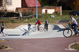 Maniowy, Małopolska - concrete monolith skatepark