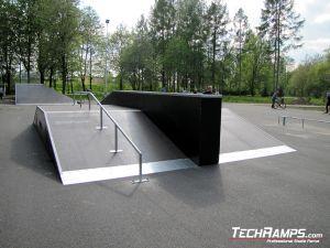 Ostrowiec Świętokrzyski Skatepark funbox z grindboxem