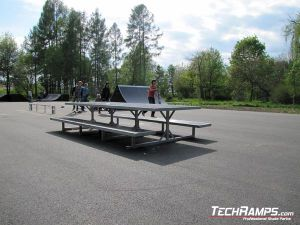 Ostrowiec Świętokrzyski Skatepark picnic table