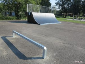 Quarter pipe and simple, small rail