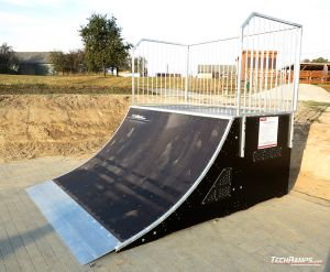 Quarter pipe in Nieskurzow Stary
