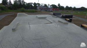 Skatepark betonowy z minirampą w Koluszkach