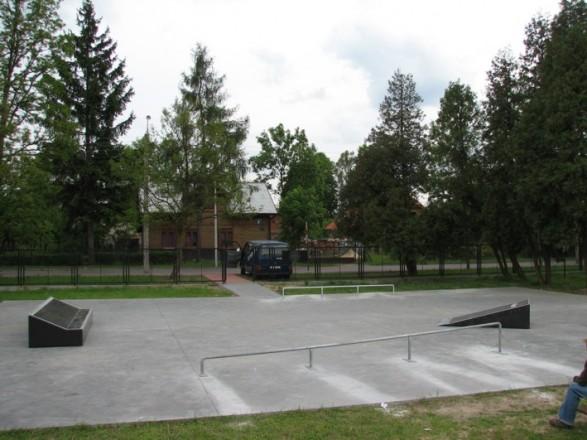 Skatepark in Tłuszcz