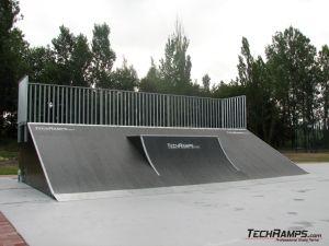 Skatepark na deskorolkę, rolki i bmx