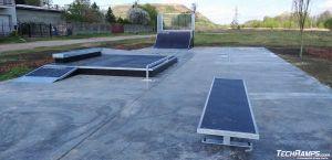 Skatepark Pruszków - ławka, funbox. poręcz prosta