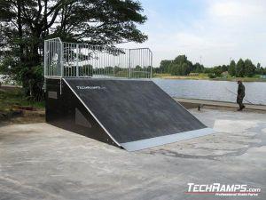 Skatepark Stryków Bank Ramp