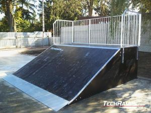 Skatepark Suchedniów Bank Ramp