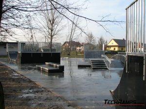 Skatepark w Brzeszczach - 1 Plac Betonowy
