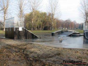 Skatepark w Brzeszczach - 8 Plac Betonowy