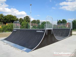 Skatepark w Chałupkach Minirampa z qarter pipe