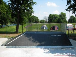Skatepark w Jaworze - bank ramp 90st piramida - 14