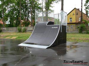 Skatepark w Pleszewie (quarter pipe + roll in) - 1