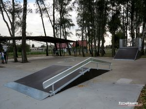 Wooden funbox with broken rail in Kaźmierz