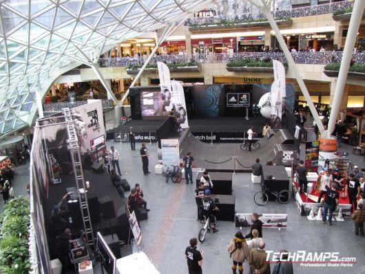Zlote Tarasy Warsaw - Philips O'Neill headphones Zone!